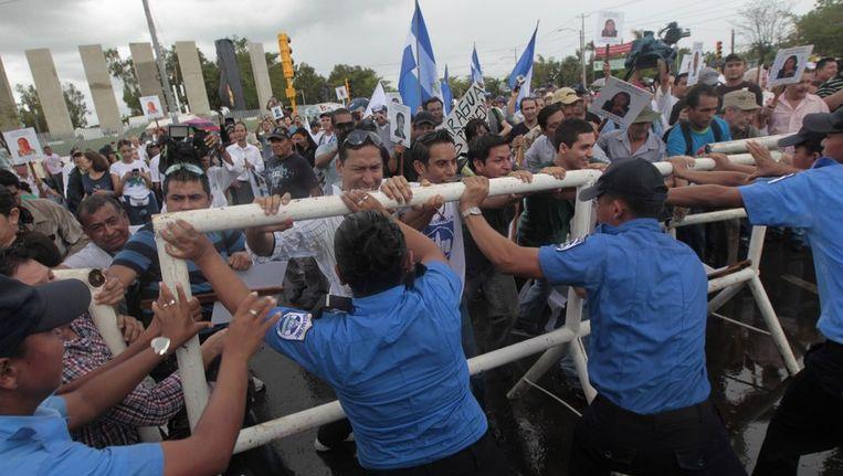 Nicaraguanen protesteren in Managua tegen het besluit om het beoogde kanaal te laten bouwen door een bedrijf uit Hongkong, juni 2013. Beeld afp