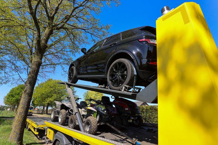 Na de arrestatie van Wil H. in Weert legde de politie beslag op dure personenauto's, bedrijfsbus, een caravan, quads, aanhangers, een jacuzzi, apparatuur en gereedschap