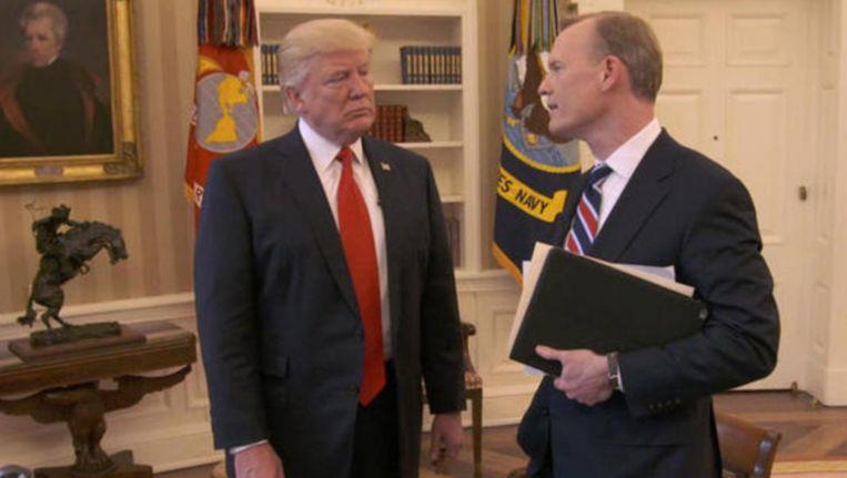 CBS-journalist John Dickerson interviewt president Donald Trump die de bui al ziet hangen.