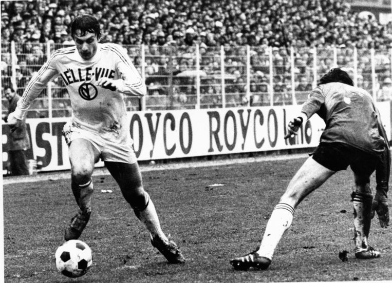 Gille Van Binst in actie voor paars-wit in het seizoen 1978-'79.