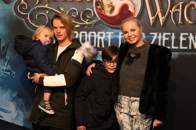 Lesley-Ann Poppe met haar gezin.