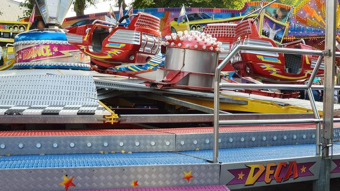 De attractie Deca Dance na het ongeluk.