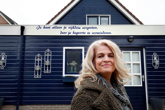De tekst op haar huis betekent veel voor Elske Bloem.