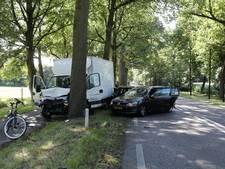 Twee auto's en busje botsen in Soest