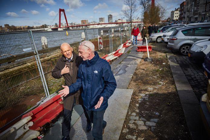 Bert Wijbenga loopt met buurtbewoners en de wijkraad over het Noordereiland. Hij komt op bezoek naar aanleiding van de noodkreet van de Wijkraad Noordereiland over de overlast van hangparkeerders.