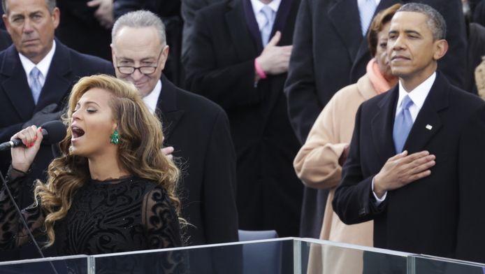 Beyoncé zingt het National Anthem in januari 2013, met de president in haar nabijheid.