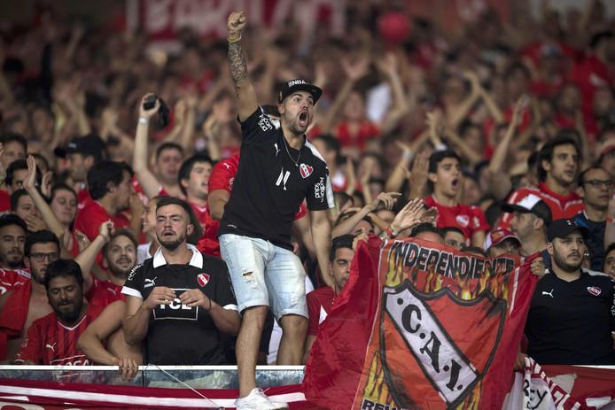 De meegereisde fans van Independiente.