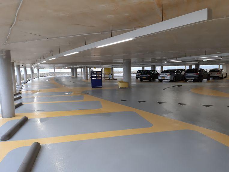 De herbouwde parkeergarage van Eindhoven Airport. Op 27 mei 2017 stortte een deel van de vloer van de oude parkeergarage in.