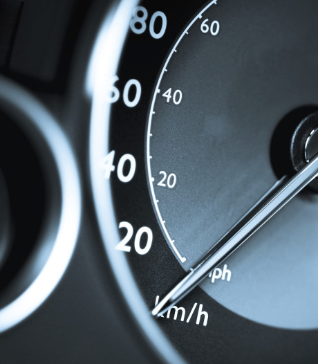 Raaltenaar rijdt veel te hard bij Haarle en is rijbewijs kwijt