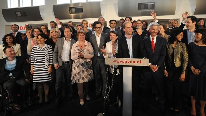 PvdA-leider Diederik Samson presenteert de kandidaten voor de Tweede Kamerverkiezingen 2012.