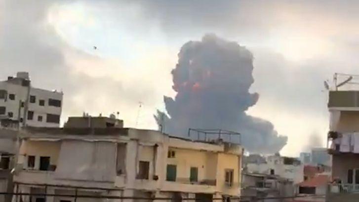 Gigantische explosie zorgt voor schokgolf in Beiroet