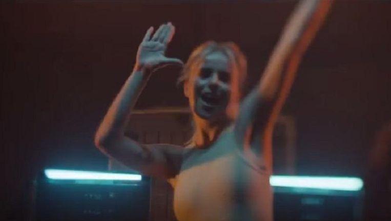 Josje in de nieuwe clip van Gasolina.