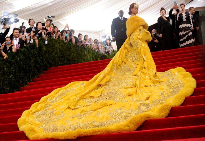 Rihanna in de befaamde jurk.