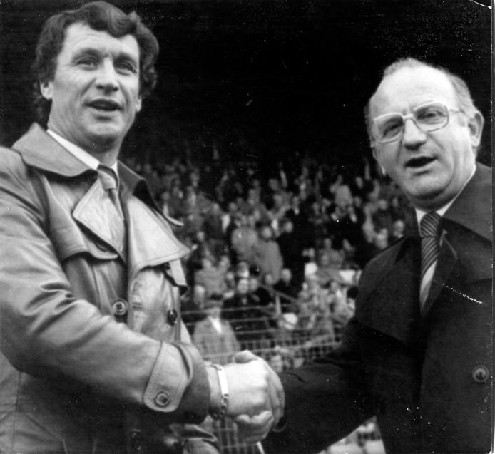 Kees Rijvers met Spitz Kohn links, die tussen 1968 en '72 zijn assistent was bij FC Twente en hem na zijn vertrek opvolgde.