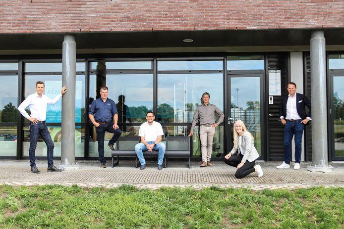De innovatiehub biedt studenten de mogelijkheid om kennis te maken met vijf  lokale bedrijven. V.l.n r: Jaap Tijhaar (Rosen Europe BV), Dennis Koop (Denko ICT), Mark Boer (Aemics), Gerard Heskamp (Contict) Marijke ten Brink - hubmanager innovatiehub Oldenzaal en Justin Rudolf -(Rabobank Twente Oost).