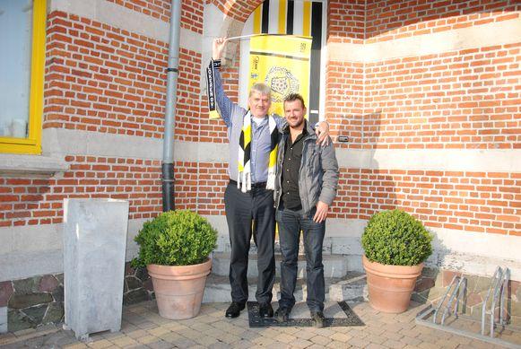 Frank Bruggeman en en schepen Jan De Beule poseerden in 2014 fier voor de geel-wit-zwarte voordeur van de Brughuizen.