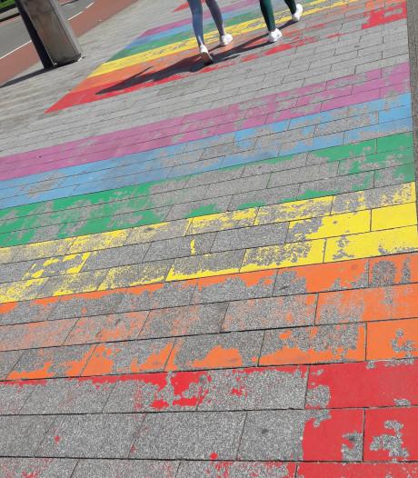 Straatbeeld: Er blijft steeds minder over van het regenboogjaar
