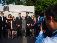 VIDEO: Examenleerlingen Mill-Hillcollege vieren dat het erop zit met groot gala
