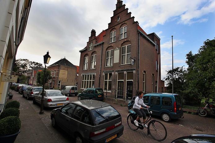 Het hotel aan de Molenstraat staat al jaren leeg. Nu komen er mogelijk appartementen in.