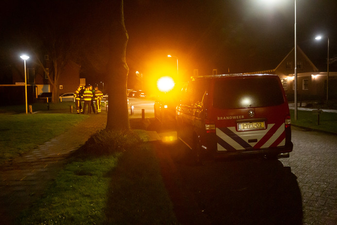 Brandweer meet zwavellucht in Ossendrecht