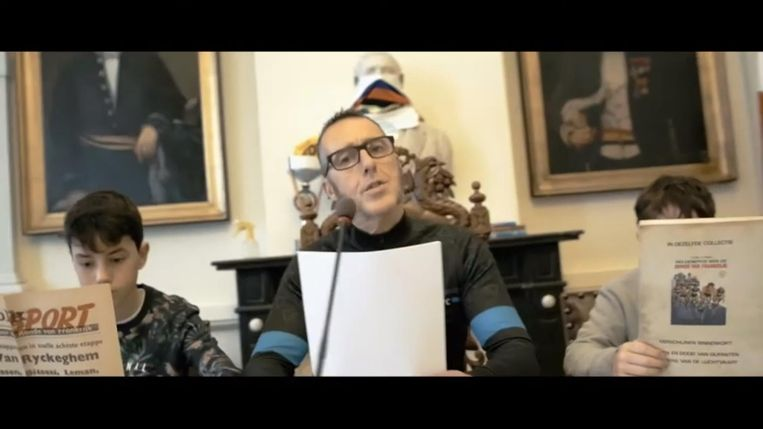 Een screenshot uit de nieuwe video van de Verleysens. Een deeltje van de clip werd zelfs opgenomen in het stadhuis van Tielt