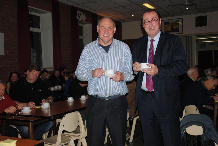 Jan Lonink van Terneuzen (rechts) met zijn Wachtebeekse collega Rudy Van Cronenburg (sp.a) in betere tijden.
