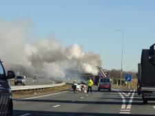 Vrachtwagen staat in brand op de A1 bij Oldenzaal