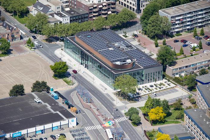 Het 'nieuwe' gemeentehuis aan de Verdilaan in Naaldwijk.