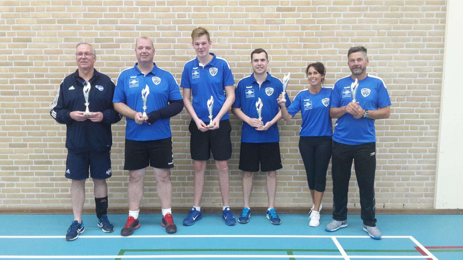 De winnaars op een rij, v.l.n.r.: Harrie Breuker (LITAC), Bert Liefers, Nino Jansen, Nick Heuvink, Inge Ruiter en Ben Ruiter (allen TTV Wijhe).
