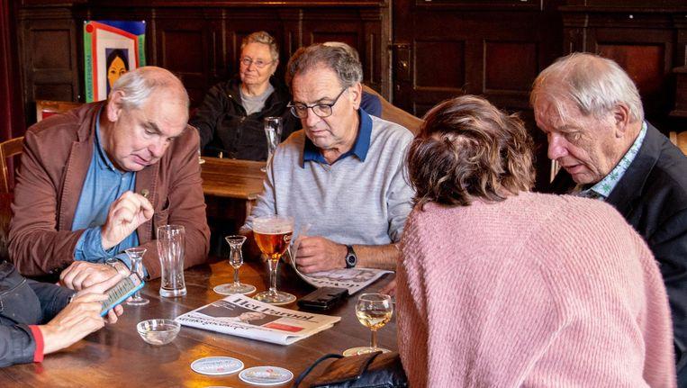 Bas Lubberhuizen met Ron Hijman, Jan Haasbroek en Ingrid Jap-Tjong in de zomer van 2018 Beeld Vincent Steinmetz
