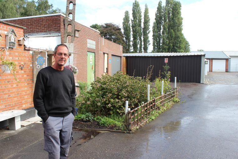 Conciërge Jean-Luc Struelens vond het al verdacht dat zelfs het sleutelgat was dichtgespoten.