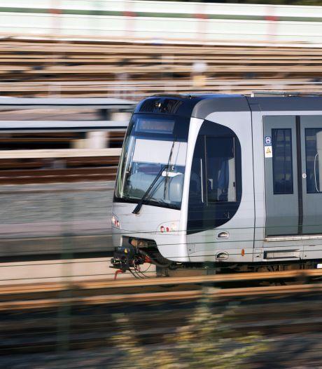 Tijdelijk geen metro tussen Schiedam Centrum en Coolhaven na kortsluiting in metrostel bij Marconiplein