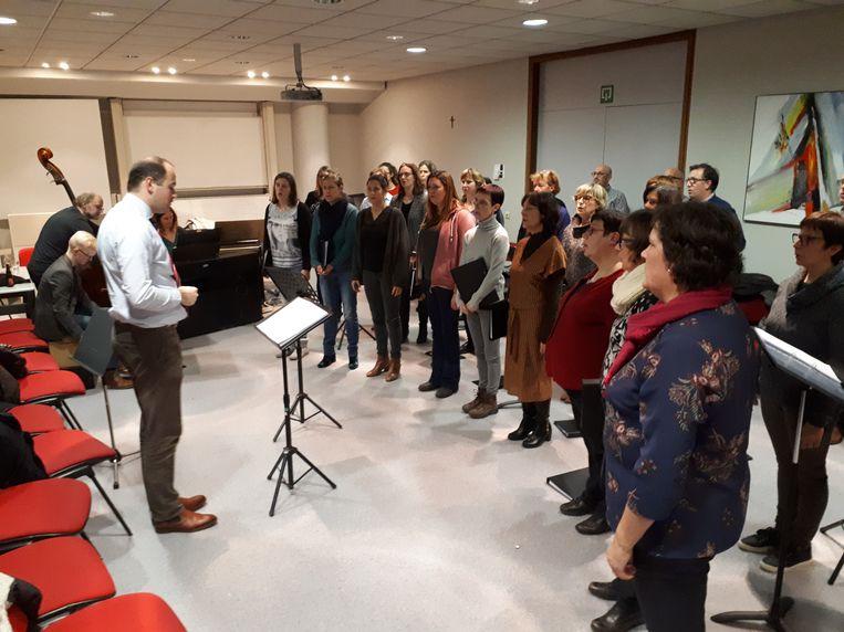 Stemband Hopchora brengt op 20 januari 'Hopchora klinkt'