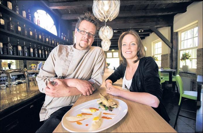 Chef-kok Bram van Helleman en manager Patricia de Groot van Zout & Citroen. foto Charlotte Akkermans/het fotoburo