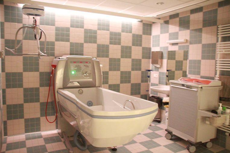 In het nieuwe woonzogcentrum zijn er ook vier gemeenschappelijke badkamers met een hoog-laagbad, kan gebruikt worden als relaxatiebad waarbij de kleur van het licht kan geregeld worden.