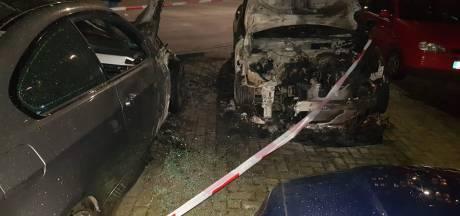 Twee auto's uitgebrand op parkeerplaats in Nijmeegse centrum