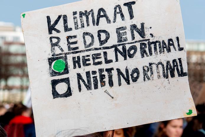 Circa 15.000 scholieren voerden donderdag op het Haagse Malieveld actie voor een beter klimaat en om de politiek op te roepen tot maatregelen.