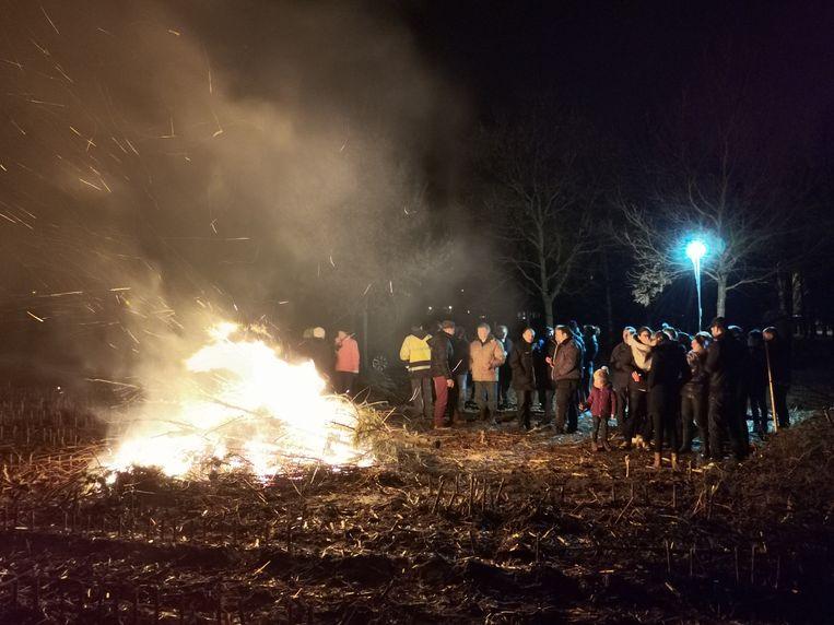 Kerstboomverbranding in de Waasmunsterse Heikenswijk.