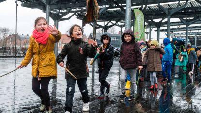 Lagereschoolkinderen trotseren hondenweer voor beter klimaatbeleid