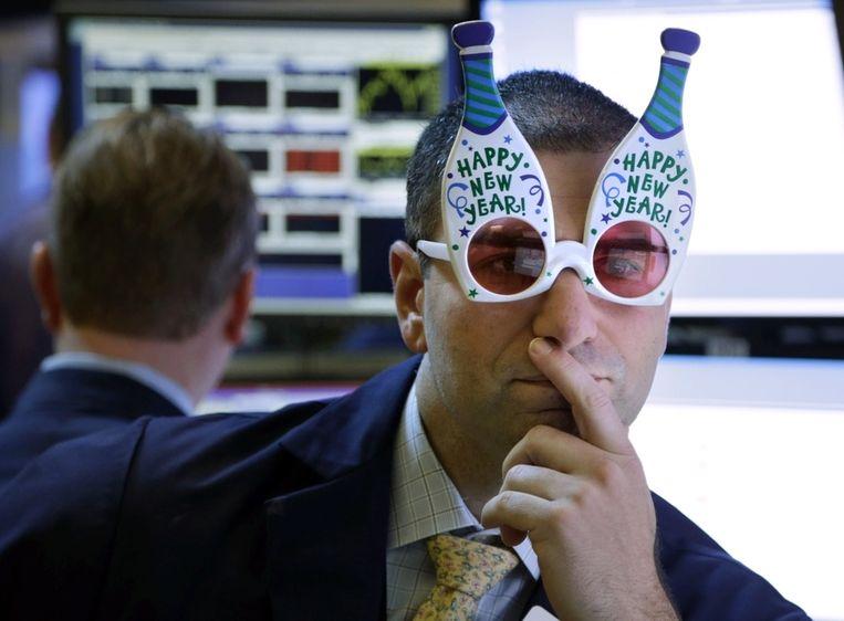 Een handelaar op de beursvloer in New York. Beleggers zijn in de ban van het politieke overleg in Washington, dat mogelijk in de loop van de dag tot een begrotingsakkoord leidt. Beeld ap