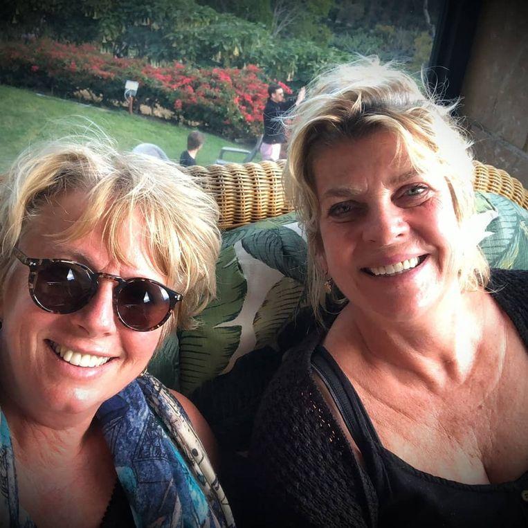 Karin en Francien Schoordijk in Panama. Beeld privéfoto