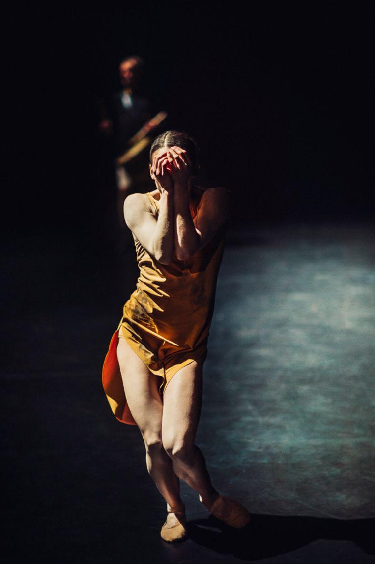 Chloé Albaret in Start to finish van Nederlands Dans Theater Beeld Rahi Rezvani
