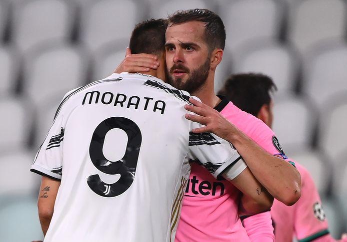 Pechvogel Alvaro Morata krijgt na de wedstrijd nog wat bemoedigende woorden van Miralem Pjanic.