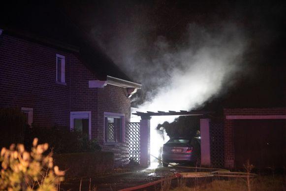 De achterbouw van een woning op Westremdries brandde volledig uit.