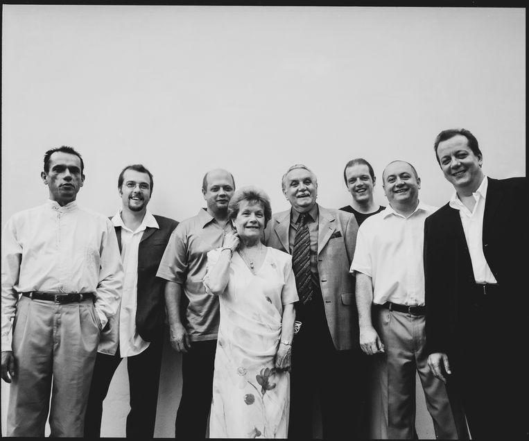 Het gezin Grootaers begin jaren 2000, met v.l.n.r. Ronald, Alain, Ivan, mama Gaby, papa Jos, Guy, Luk en Walter.