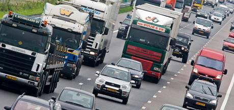Lange file op A4 richting Den Haag na ongeluk