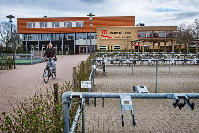 Lege fietsenstallingen bij het Maaswaal College in Wijchen.