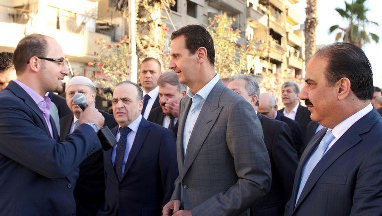 President Assad bezocht dinsdag de buitenwijk Daraya van Damascus. Beeld AFP