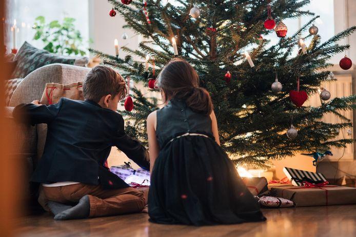 """Une étude du groupe d'expert """"psychologie et coronavirus"""" auprès de 6.000 personnes a montré que le scénario préféré des Belges est d'élargir le cercle autorisé à deux voire quatre personnes pour les fêtes de Noël."""