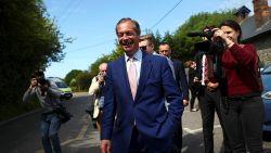 """Euroscepticus Nigel Farage brengt stem uit voor Europese verkiezingen: """"Dit is complete nonsens"""""""
